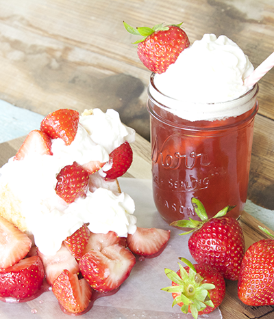 Are you a strawberry fan? How about strawberry shortcake? Then you are sure to love my take on this Strawberry Shortcake Moonshine cocktail. Bring on summertime!