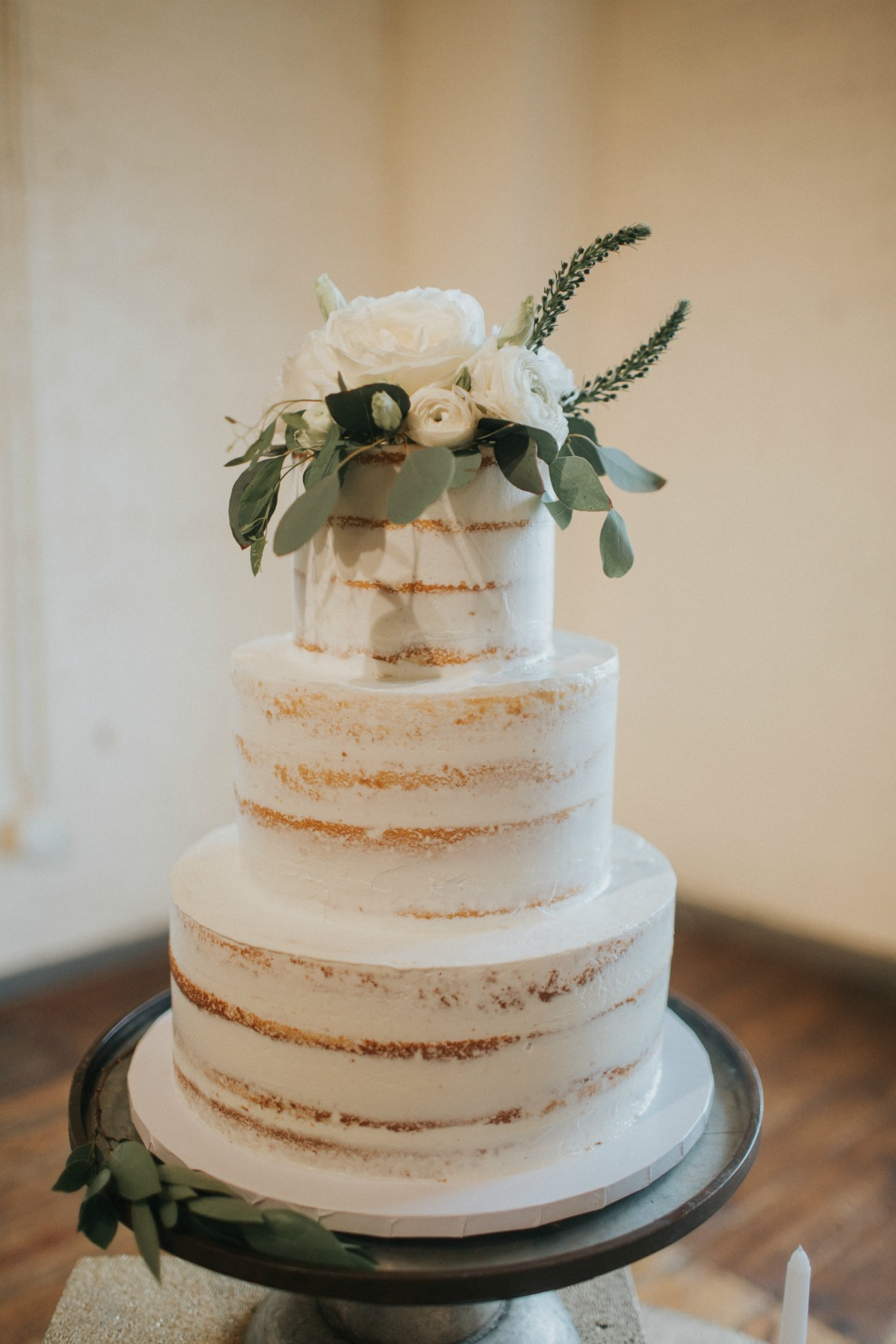 Check out the Fall Wedding Cake Trends for this season.
